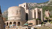 Постер, плакат: Национальный Музей Скандербега и башня с часами в замке Круя Албания