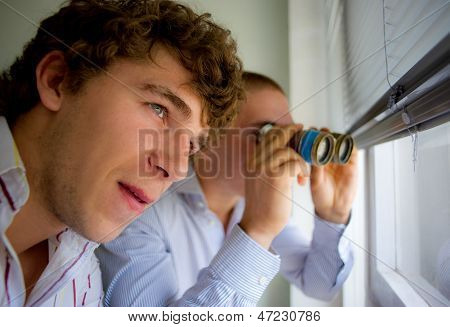 Detektive beobachten