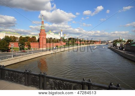 MOSCOW - SEP 17: View from the bridge on Moscow river and Kremlin on September 17, 2012 on Moscow, Russia.