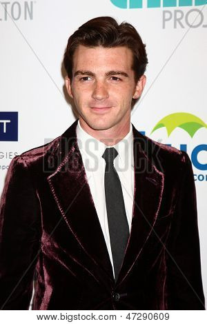 LOS ANGELES - JUN 25:  Drake Bell arrives at the 4th Annual Thirst Gala at the Beverly Hilton Hotel on June 25, 2013 in Beverly Hills, CA