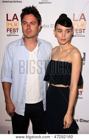 LOS ANGELES - JUN 15:  Rooney Mara, Casey Affleck arrives at the