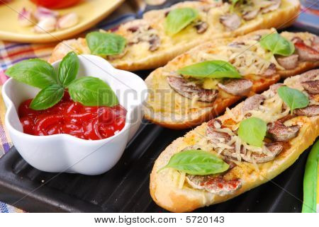 Roasted Baquette With Cheese And Mushrooms