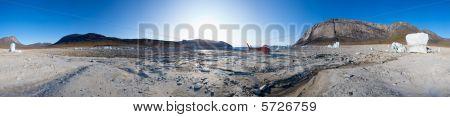 Eisberge und red Hubschrauber in der Mitte des ein aus getrockneten See