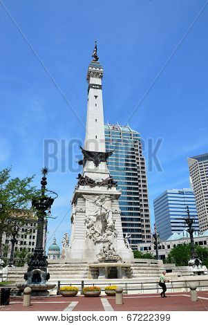Indiana Soldiers' And Sailors' Monument, Statehouse In Background