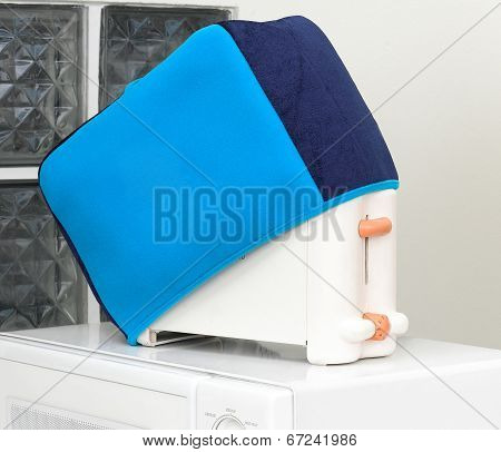 Electric bread toaster with cover cloth