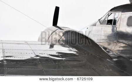 old war time propeller plane