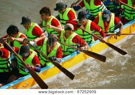 Teamwork Spirit In Boat Race