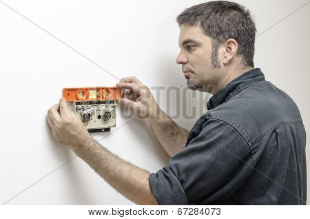 Technician Leveling Thermostat