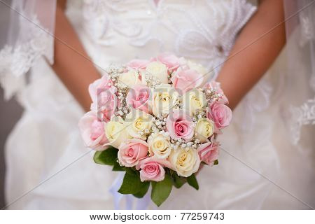 White And Pink Wedding Bouquet With Roses In Bride's Hands