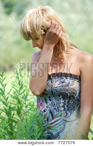 beautiful Blonde in Sommerkleid
