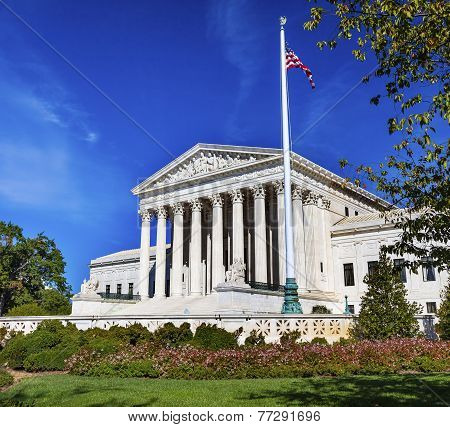 Us Supreme Court Capitol Hill Flag Daytime Washington Dc