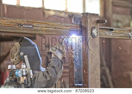 Welder brews metal structure