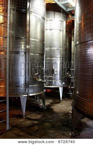 Wein tanks