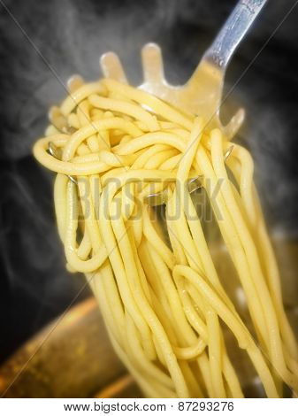 precisely cooked spaghetti with steam around