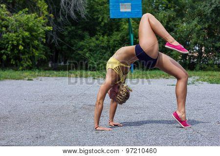Sports Beautiful Girl Stands On The Bridge