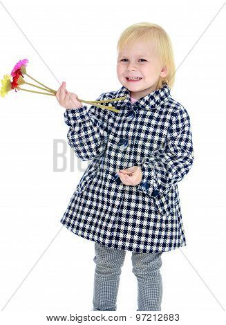 girl with flowers in their hands