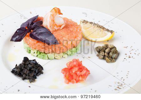 tartar salad with salmon and avocado