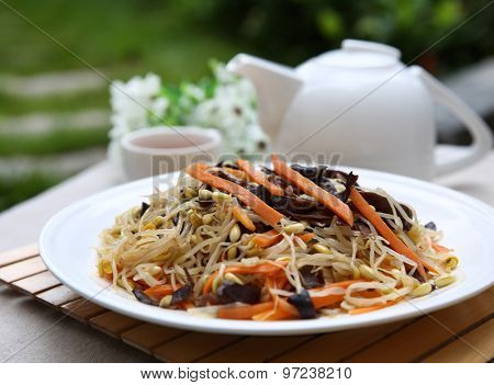 Fried bean sprouts