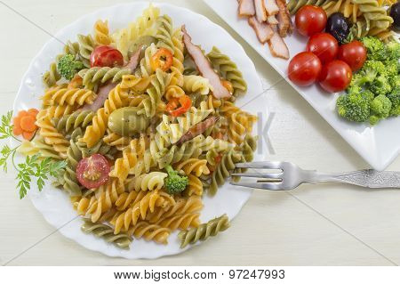 Pasta Meal Cooked With Vegetables With Fresh Vegetables Served On A Plate