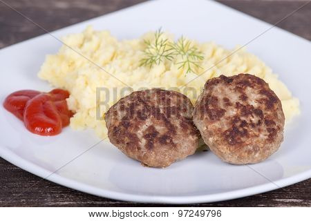 Fried Cutlet With Mashed Potatoes