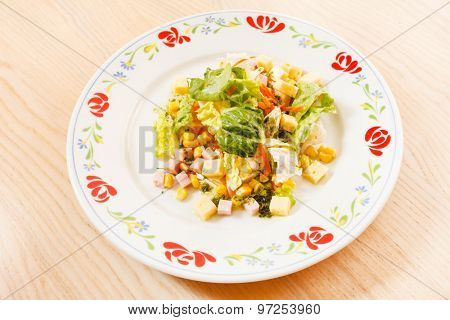 salad with maize and cheese