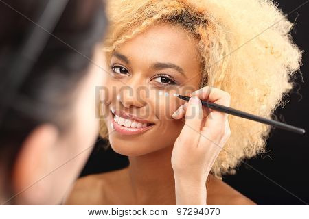 Covering up dark circles under the eyes