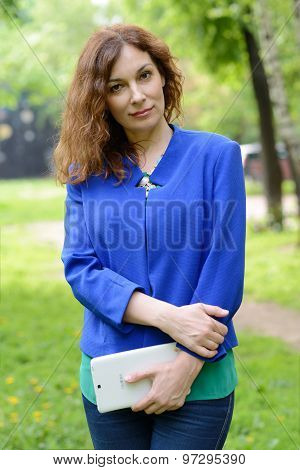 Business woman planning her day in the park