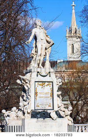 Mozart-Denkmal In Vienna-Burggarten
