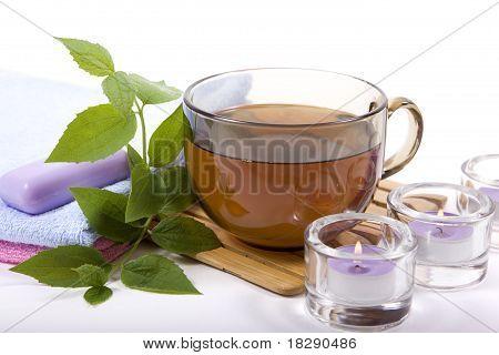 Tasse Tee und Kerzen