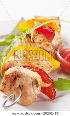 Skewer with pepper and arugula