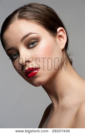 close up Portrait of young beautiful Woman mit hellen stilvolle machen bis