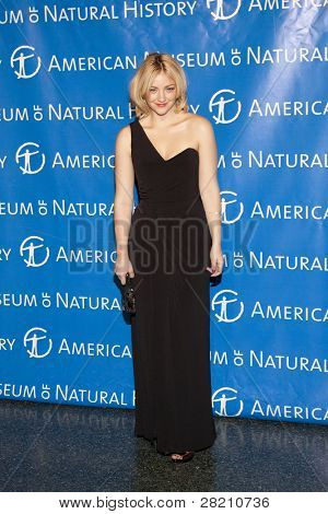 NOVA YORK - 10 de NOV: Saturday Night Live elenco Abby Elliott frequenta o Museu americano de Natur