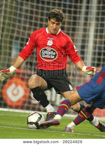 BARCELONA-APRIL 14: Aranzubia of Real Club Deportivo in action during a Spanish League match between FC Barcelona and Deportivo at the Nou Camp Stadium on April 14, 2010 in Barcelona, Spain