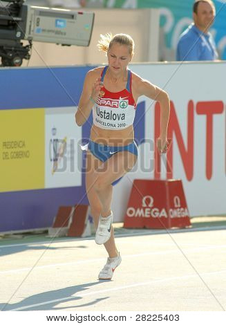 BARCELONA, SPAIN - JULY 28: Kseniya Ustalova of Russia competes on the Women 400m during the 20th European Athletics Championships at the Olympic Stadium on July 28, 2010 in Barcelona, Spain.