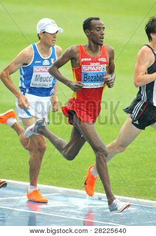 BARCELONA, SPAIN - JULY 29: Alemayehu Bezabeh of Spain competes on the Men 5000m during the 20th European Athletics Championships at the Olympic Stadium on July 29, 2010 in Barcelona, Spain