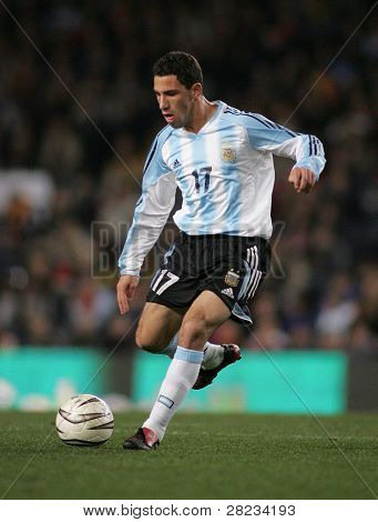 BARCELONA - DEC. 29: Argentinian player Maxi Rodriguez in action during the friendly match between Catalonia and Argentina at Nou Camp Stadium December 29, 2004 in Barcelona, Spain.