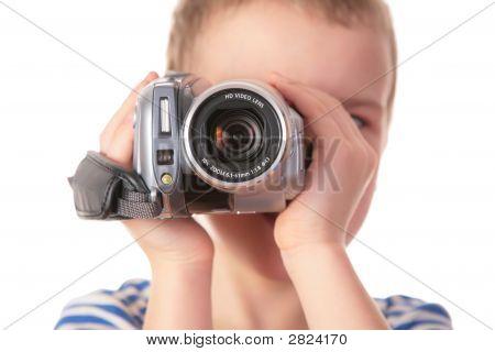 Menino com filmadora