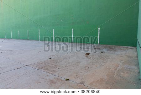 Fronton court