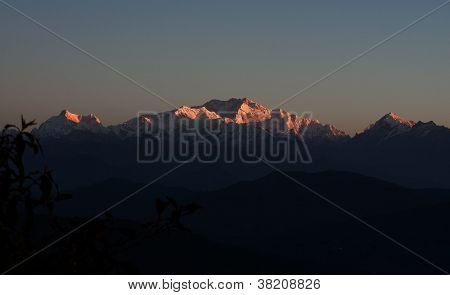 Golden rays reflect in Kanchenjungha