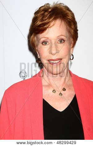 LOS ANGELES - 22 de JUL: Carol Burnett chega na