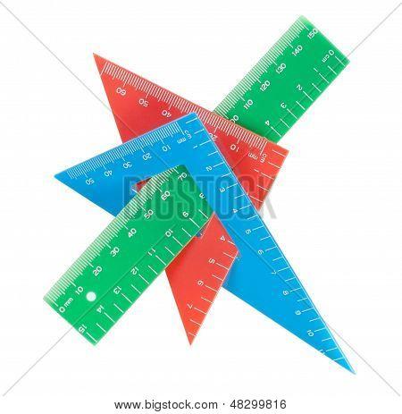 Escuela herramientas multicolor triángulo, regla, transportador. Close-up.