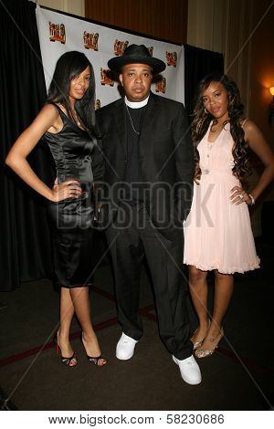 Reverend Run with his daughters Vanessa and Angela in the Press Room at the 21st Annual Soul Train Music Awards. Pasadena Civic Auditorium, Pasadena, CA. 03-10-07