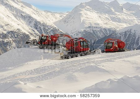 Machine For Snow Preparations