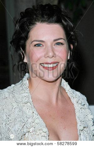 Lauren Graham at the Oscar De La Renta Boutique Opening Benefiting EIF Women's Cancer Research Fund. Saks Fifth Avenue, Beverly Hills, CA. 04-18-07