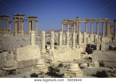 Agora peristyle houses