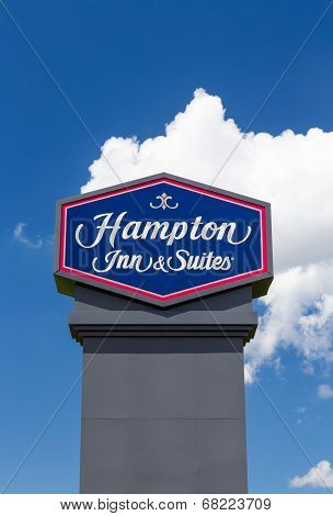 Hampton Inn And Suites Sign