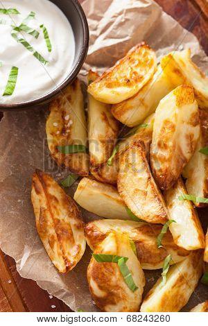 baked potato wedges with yogurt dip