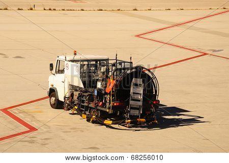 Hydrant fuelling truck, Malaga.