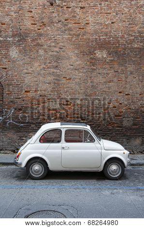 PISA - JUNE 13,2014: A Fiat 500 on June 13, 2014 on the street of Pisa