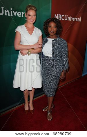 LOS ANGELES - JUL 13:  Katherine Heigl, Alfre Woodard at the NBCUniversal July 2014 TCA at Beverly Hilton on July 13, 2014 in Beverly Hills, CA